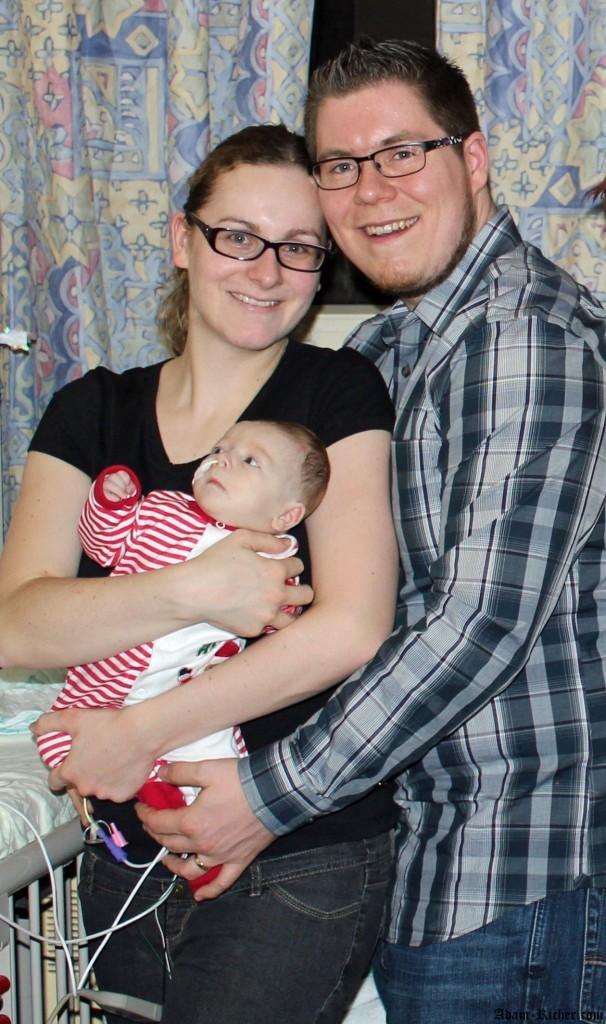 Adam et ses parents la veille de Noël 2013 à l'hôpital