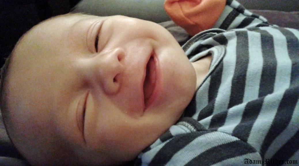 Son premier sourire sur caméra! Un si beau sourire et une si mauvaise nouvelle qui suivra quelques heures plus tard: arrêt respiratoire, ambulance et hospitalisation
