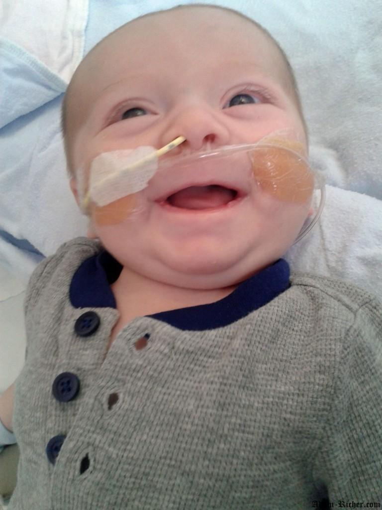 Quelques jours après le cathéter cardiaque, nous retrouvons le sourire de notre grand garçon