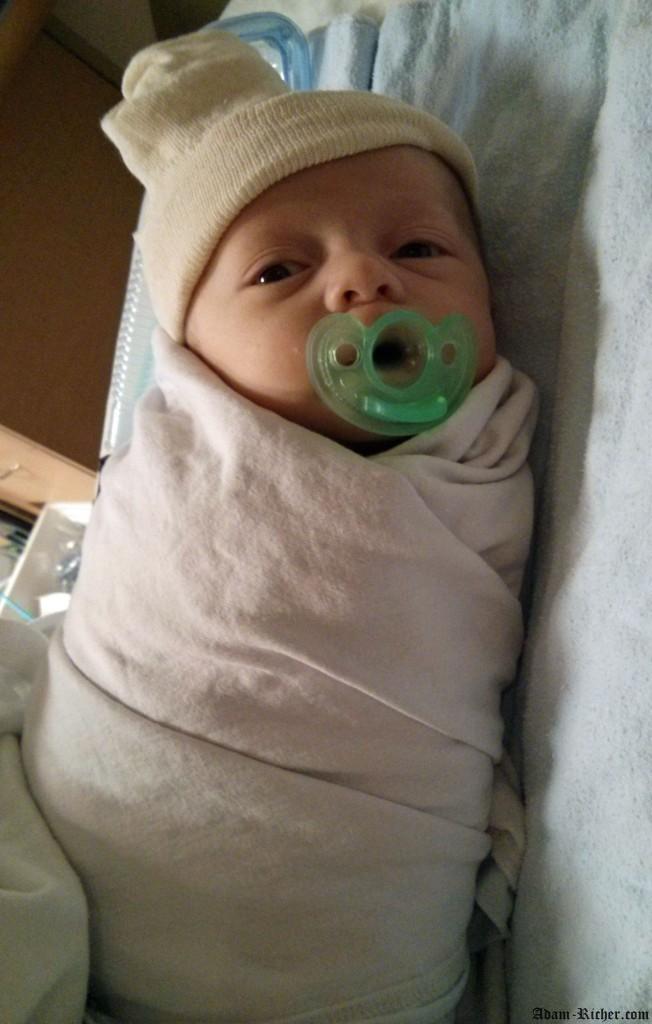 Adam quelques heures après son CT scan, encore sous les effets de l'anesthésie